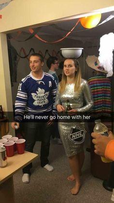 A joke only hockey fans will get Funny Hockey Memes, Hockey Quotes, Hockey Puns, Funny Memes, Nfl Memes, Sport Quotes, Funny Videos, Football Girls, Hockey Girls