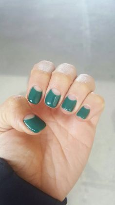 If you're not a fan of tacky fake nails or if you love unusual nail art design but you're somehow busy or lazy to do an hour manicure treatment, here's a solution! These stunning minimalist nails will assure you that less is more. Green Nail Art, Green Nails, Green Art, Black Shellac Nails, Glitter Nails, Gold Glitter, Gorgeous Nails, Pretty Nails, Reverse French Manicure