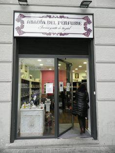 Nuestra puerta de entrada al diseño de perfumes personalizados #DiseñaTuPerfume en pleno barrio de Salamanca de #Madrid #EntreTodosPodemos