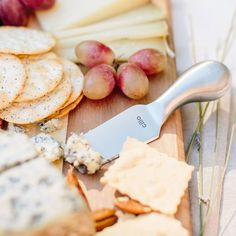 Cilio Piave 4 Piece Cheese Knife Set. This four piece cheese knife set includes three knives, for hard cheese, soft cheese, Parmesan cheese and a fork.