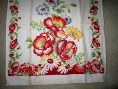 SOLD  Vintage Linen Table Runner  Vintage by JewelsOfHighElegance, $6.75