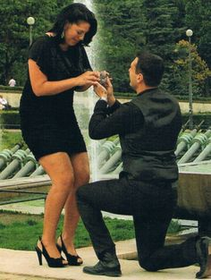 I <3 Sara Ramirez and this is just one of the perfect ways to be proposed to <3
