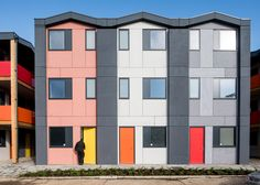 Richard Rogers' prefab housing for homeless people opens - Architecture Affordable Prefab Homes, Modern Prefab Homes, Prefab Buildings, Prefabricated Houses, Architecture Wallpaper, Modern Architecture, Architecture Board, Residential Architecture, Cubes