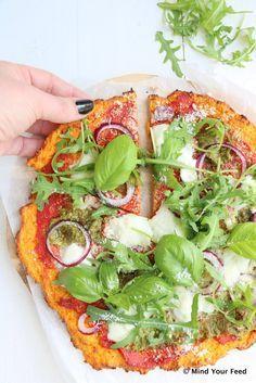Süßkartoffelpizza mit grünem Pesto und Mozzarella - Mind Your Feed - Zoete aardappelpizza met groene pesto en mozzarella – Mind Your Feed Süßkartoffelpizza mit gr - Healthy Cooking, Healthy Snacks, Healthy Eating, Veggie Recipes, Vegetarian Recipes, Healthy Recipes, Vegetarian Lunch, Aubergine Pizza, Diet Food To Lose Weight