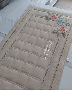 Prayer Rug, Hot Pads, Baby Knitting Patterns, Diy And Crafts, Pillow Covers, Prayers, Card Holder, Homemade, Quilts