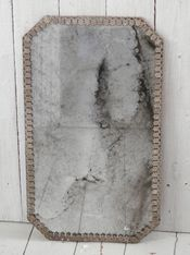 Peili seinäkiinnityksellä