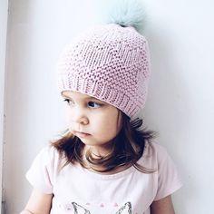 Давно не было моей маленькой модельки тут С первым днём лета И днём защиты детей Обнимите и поцелуйте своих крошек -------------------------------------------------------- На Ди весенняя шапочка из 100% мериноса Размер 48-50⭐ Цена 2000⭐ Для заказа пишите в директватсап 8(905)3727600 или прямо тут