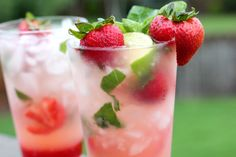 Strawberry Mojito (non-alcoholic) Refreshing Drinks, Summer Drinks, Fun Drinks, Fruity Drinks, Cold Drinks, Healthy Drinks, Healthy Foods, Happy Hour, Strawberry Drinks