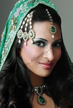 Priya Jhoomer PAGK0256
