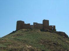 A unos 7 km del centro de Huesca, en Quicena, se encuentra el Castillo de Montearagón. Sancho Ramírez, rey de Aragón, mandó construir este castillo-abadía para iniciar desde él la reconquista de Huesca. Construido en estilo románico fue fundado en 1085. Sancho Ramírez murió en 1094 por lo que no pudo ver la ciudad reconquistada en 1096 por su hijo Pedro I tras la batalla del Alcoraz.