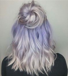 21 Hairdos For Medium Hair To Save Your Time - Haare - Lilac hair Silver Purple Hair, Periwinkle Hair, Lilac Hair, Hair Color Purple, Hair Dye Colors, Ombre Hair, Grey Hair With Pink Highlights, Blonde Hair With Color, Wavy Hair