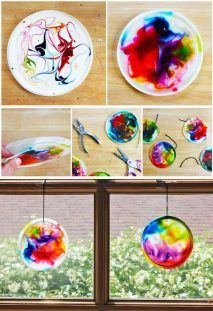 food art for kids crafts Suncatcher craft for kids made from glue, food coloring, and recycled plastic lids BABBLE DABBLE DO Easy Crafts For Kids, Summer Crafts, Toddler Crafts, Crafts To Do, Projects For Kids, Diy For Kids, Craft Projects, Arts And Crafts, Craft Ideas