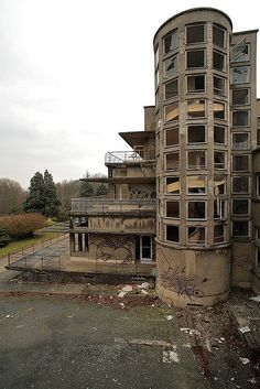 Built during the 1930's, this sanatorium near Paris was abandoned in 2001.