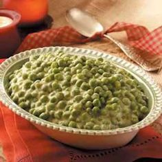 Mom dresses up convenient frozen peas with a quick-to-fix cheese sauce that our family loves.Peas in Cheese Sauce Recipe photo by Taste of Recipes That Start with a Block of Cream … Pea Recipes, Side Dish Recipes, Sauce Recipes, Vegetable Recipes, Vegetarian Recipes, Cooking Recipes, Quick Recipes, Diabetic Recipes, Koken
