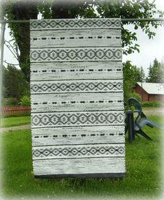 My hobby: Rag rugs Types Of Weaving, Weaving Tools, Loom Weaving, Hand Weaving, Rug Inspiration, Types Of Carpet, Recycled Fabric, Rug Store, Carpet Runner