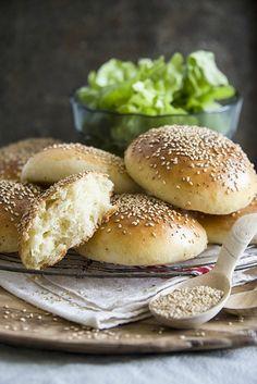 À tester, une recette de pain moelleux pour burger maison (pour le moment, lorsque je les fait moi-même, ils sont un peu costauds).