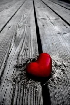 No:14 of 33 Awesomely Cool Color Splash Pictures | Sad! Red Heart in Sand
