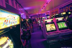 Debris and detritus Fnaf, Videogames, San Junipero, 80s Aesthetic, Retro Arcade, Neon Wallpaper, Shadow Play, Invader Zim, Five Nights At Freddy's