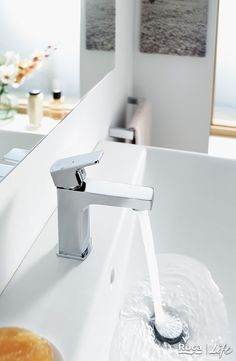 From savings to complete safety. Did you know which is the perfect faucet for your bathroom? Roca Bathroom, Saving Tips, Faucet, Safety, Sink, Home Decor, Security Guard, Sink Tops, Vessel Sink