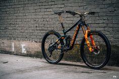 Win: Bryn Atkinson Replica Norco Range Bike and Riding Kit - Pinkbike 29er Mountain Bikes, Mountain Bike Trails, Downhill Bike, Fat Bike, Parkour, Tricycle, Cool Bikes, Rocky Mountains, Sport Bikes