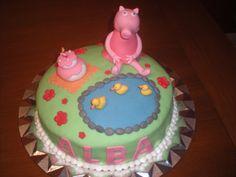 Tarta de Peppa Pig para el cumpleaños de Alba! Relleno de crema de chocolate con leche!