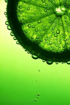 Colour inspiration green - citrus fresh in water