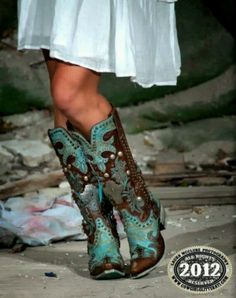 Turquoise Studded Cowboy Boots - these have to be the most amazing boots I have ever seen!