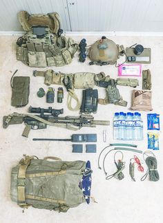 Gear layout of a member of US Special Operations Forces, for a clearing Op overseas. Special Forces Gear, Airsoft Gear, Zombie Tactical Gear, Tactical Equipment, Military Equipment, Tac Gear, Combat Gear, Military Guns, Survival Gear
