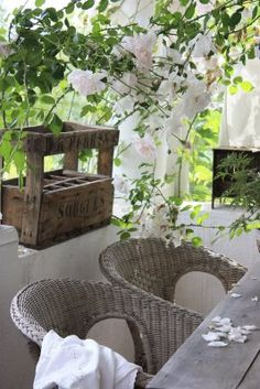 min lilla veranda:  REMINDER:painting my chairs grey. . love, love, love! I want to do this on my wee patio!
