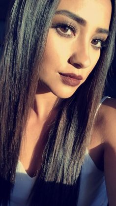 Shay is slaying with this make up look! #ShayMitchell #PLL