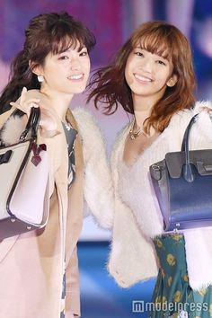 「GirlsAward 2016 AUTUMN/WINTER」に出演した(左から)松村沙友理、橋本奈々未(C)モデルプレス Sayuri MATSUMURA, Nanami HASHIMOTO