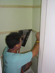 Good step-by-step instructions for putting up closet shelves