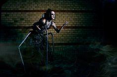 Other Mother  by ~ToxicTenshi  Quem será que ela está chamando?  Uma sombra na parede iria ficar aluscinante...