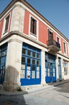 """Ploumi"" (Πλουμί), a cooperative cafe & grocery store in Archanes (Αρχάνες) http://cretazine.com/en/crete/crete-life/cretan-tales/item/1630-ploumi-cooperative-cafe-gorcery-store-archanes"