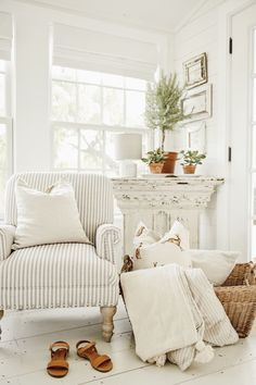 Cozy White Cottage Book: Getting Started – Shabby Chic # Vintage # Farmhouse – decor Vintage Farmhouse Decor, Shabby Chic Farmhouse, Shabby Chic Cottage, Shabby Chic Homes, Shabby Chic Decor, Cottage Farmhouse, Country Cottage Bedroom, Country Decor, Cottage Style Decor
