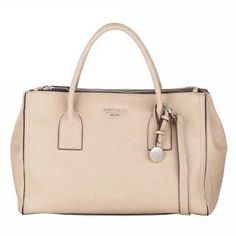 Fiorelli Stone Nikki Grab bag with a beautiful textured finish for that premium look and feel. Embodying a classic silhouette with sleek double shoulder for timeless appeal. FH8075