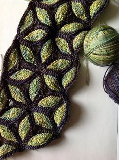 Knitting Patterns Scarves Ravelry: Project Gallery for Knitted Scarf Murano pattern by Svetlana Gordon leaves Diy Tricot Crochet, Mode Crochet, Knit Or Crochet, Crochet Bikini, Knitting Stitches, Knitting Yarn, Knitting Patterns, Crochet Patterns, Free Knitting