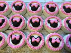 Mickey Mouse Treats, Minnie Mouse Cookies, Minnie Mouse Theme Party, Mickey Cakes, Chocolate Dipped Oreos, Chocolate Art, Chocolate Covered Strawberries, Chocolate Cookies, Oreo Treats