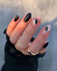 Black Almond Nails, Cute Almond Nails, Black Gel Nails, Edgy Nails, Almond Acrylic Nails, Funky Nails, Best Acrylic Nails, Dope Nails, Manicure For Short Nails