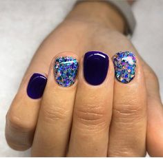 Do you want to be eye-catching in crowds or gatherings? In addition to the entire fashion wear, you may need to try these amazing shining gel nails ideas… New Year's Nails, Get Nails, Fancy Nails, How To Do Nails, Hair And Nails, Sparkle Nails, Glitter Nails, Gorgeous Nails, Pretty Nails