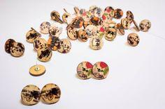 Orecchini bottoni vintage a vite fatti a mano tema carrozze e macchine d'epoca di Lindymarket su Etsy
