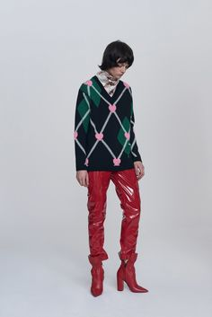 See the complete MSGM Pre-Fall 2017 collection. Fast Fashion, Fashion 2017, Textiles, Fashion Show Collection, Fall Trends, Sweater Fashion, Vogue Paris, Fall Winter, Winter 2017