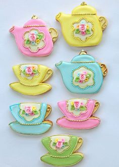 Tea party biscuits, too pretty to eat.i would love to learn how to make these little cuties!