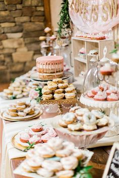 Wedding Food 4 Tips To Style A Wedding Dessert Table And 25 Ideas - A dessert table is a must for every wedding, whatever you serve – it's always present! You don't need any stylist for decorating the dessert table, do it yourself. Sweet Table Wedding, Dessert Bar Wedding, Wedding Donuts, Wedding Sweets, Rustic Wedding, Wedding Dessert Buffet, Chic Wedding, Cookie Bar Wedding, Wedding Cookies
