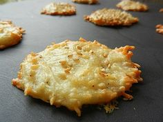 Emmenthal appetizer cookies // super easy - to use your egg whites - video explanation! - C gourmet secrets- Tapas, Cooking Time, Cooking Recipes, Fingers Food, Salty Foods, I Foods, Food Inspiration, Love Food, Food Porn