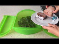 Merluza con pimientos en estuche de vapor Lekue - YouTube Cocina Natural, Tupperware, Dog Bowls, Youtube, Cooking, Fish, Steamer Recipes, Light Recipes, Kitchen