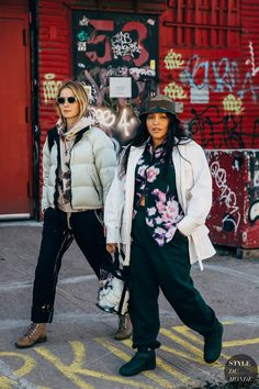 New York FW 2019 Street Style: Camilla Deterre and Paloma Elsesser Street Style Blog, Street Chic, Street Fashion, Ny Fashion, Street Styles, Winter Fashion Outfits, New Outfits, Camilla, New York