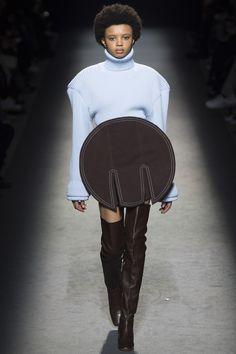 Jacquemus Parigi - Collections Fall Winter - Shows - Vogue. Vogue Paris, Jacquemus, Fashion Show Collection, Fall Collections, Runway Models, Fall 2016, Ready To Wear, Autumn Fashion, Fashion Accessories