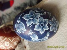 Tradiční valašská  velikonoční kraslice Diy And Crafts, Arts And Crafts, Carved Eggs, Scratch Art, Ukrainian Easter Eggs, Easter Egg Crafts, Egg Art, Egg Decorating, Egg Shells