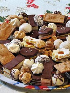 Bakini išleri Padobranci - mignonne filovani kremicom iz cappucinno kaksića od DajanaD Mađarica Bele trufle - mignonne Lipiti (krancle) Chocolate crinkles - DajanaD Puslice My Way - smille2204 Košnice Mezses Kremes ili Medena-krem pita --- Babuci Paprenjaci Medenjaci od tijesta za adventski vijenac --- danielabasic